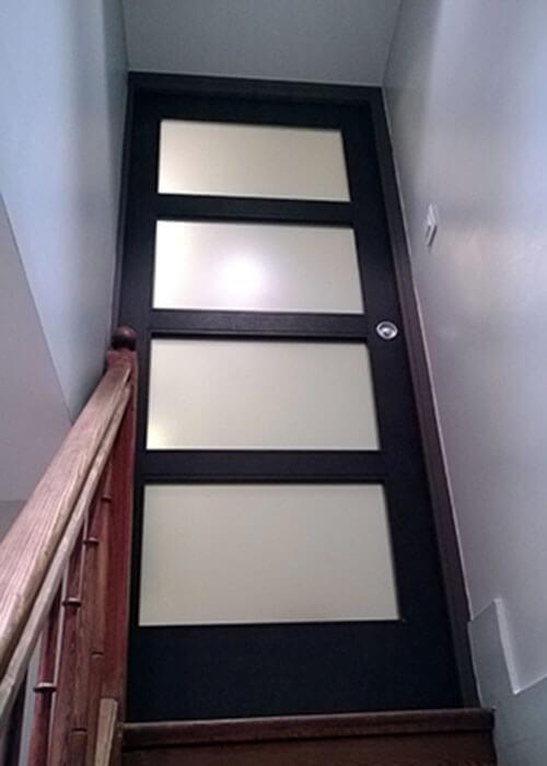 porte-en-haut-escalier