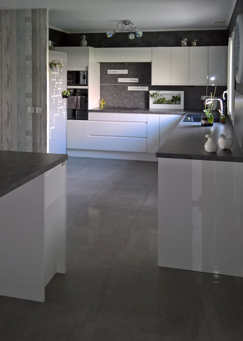 cuisine-aménagée-ouverte-sur-salon