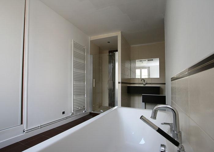 douche-et-baignoire-avec-meuble-vasque