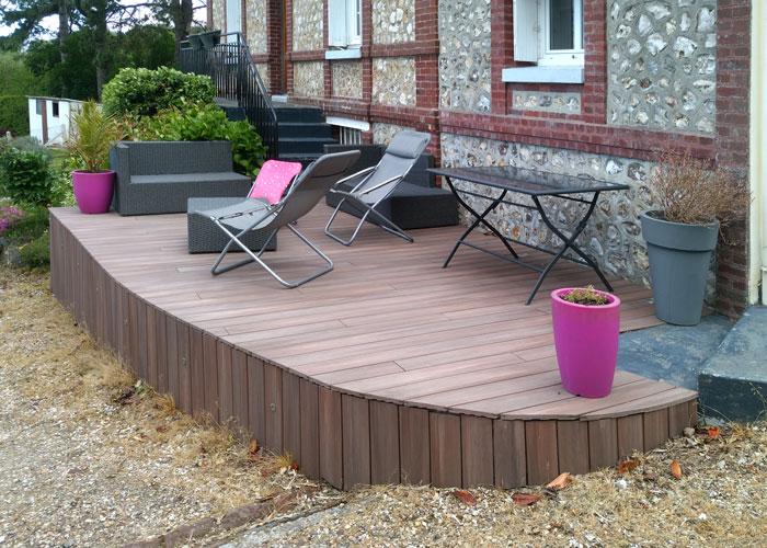 jardin-avec-terrasse-en-bois