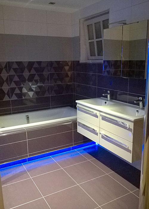 salle-de-bains-avec-baignoire
