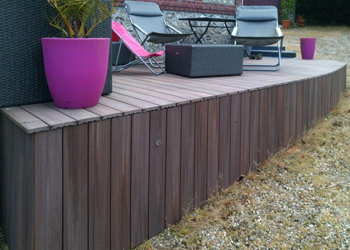 salon-de-jardin-sur-terrasse-en-bois